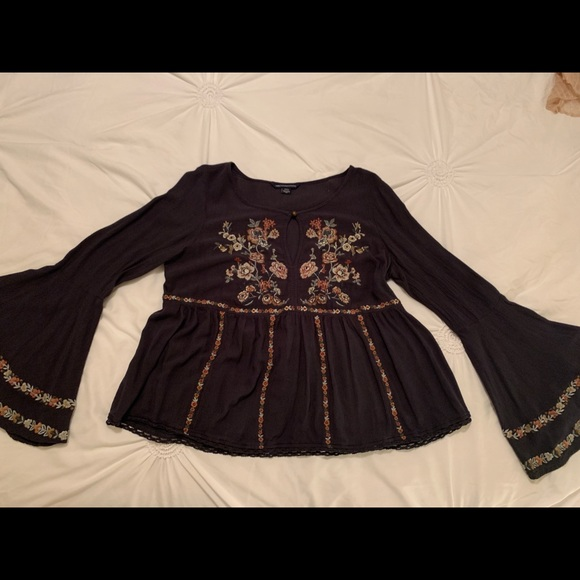 American Eagle Outfitters Tops - Cute Floral Patterned Long Sleeve